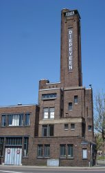 800px-Rotterdam_pelgrimstraat1-5